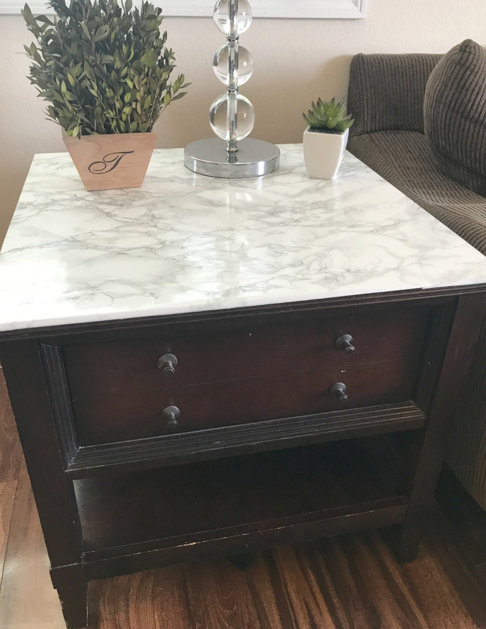 Faux Marble Table DIY