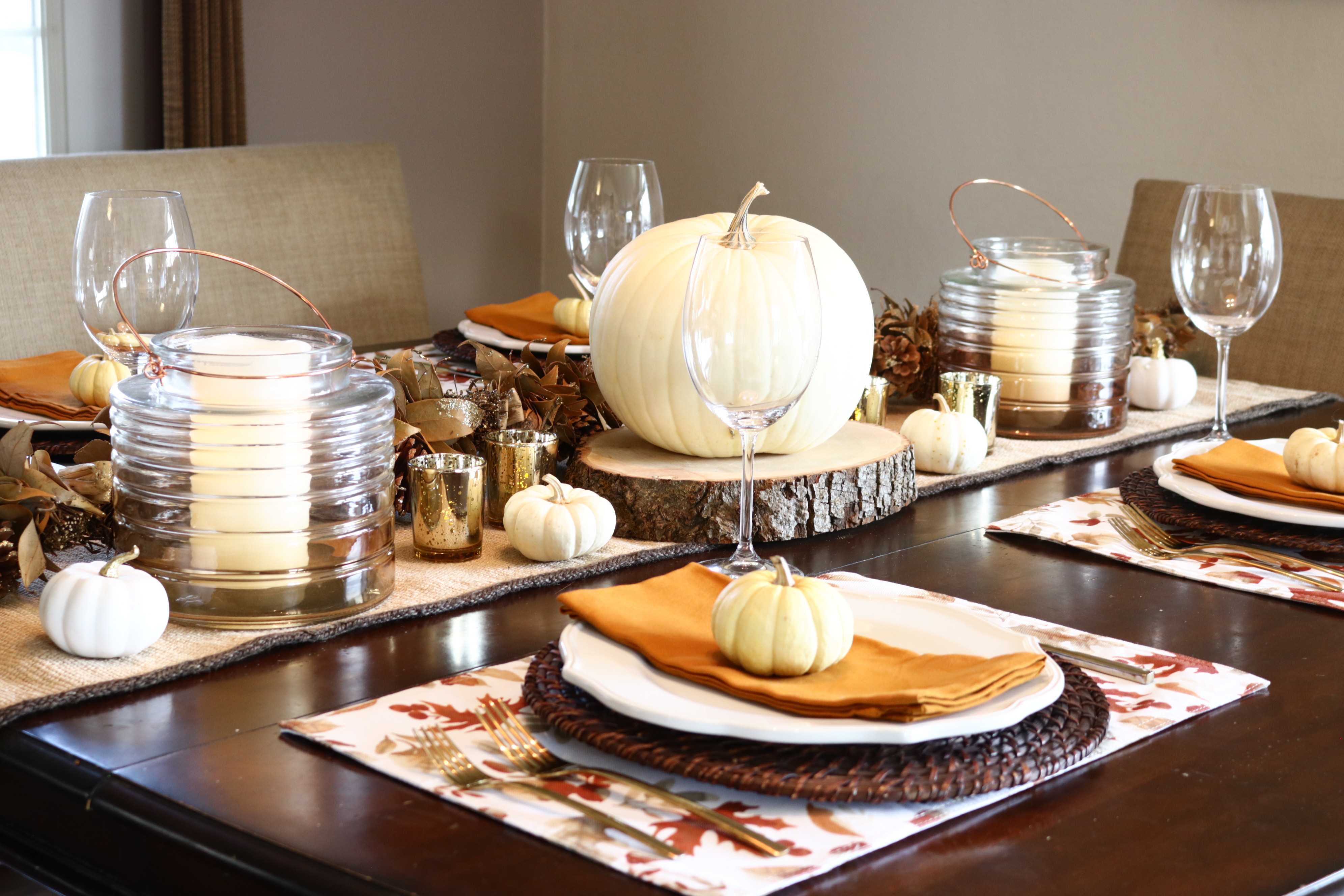 Fall Tablescape Ideas. Thanksgiving or Friendsgiving Tablescape.