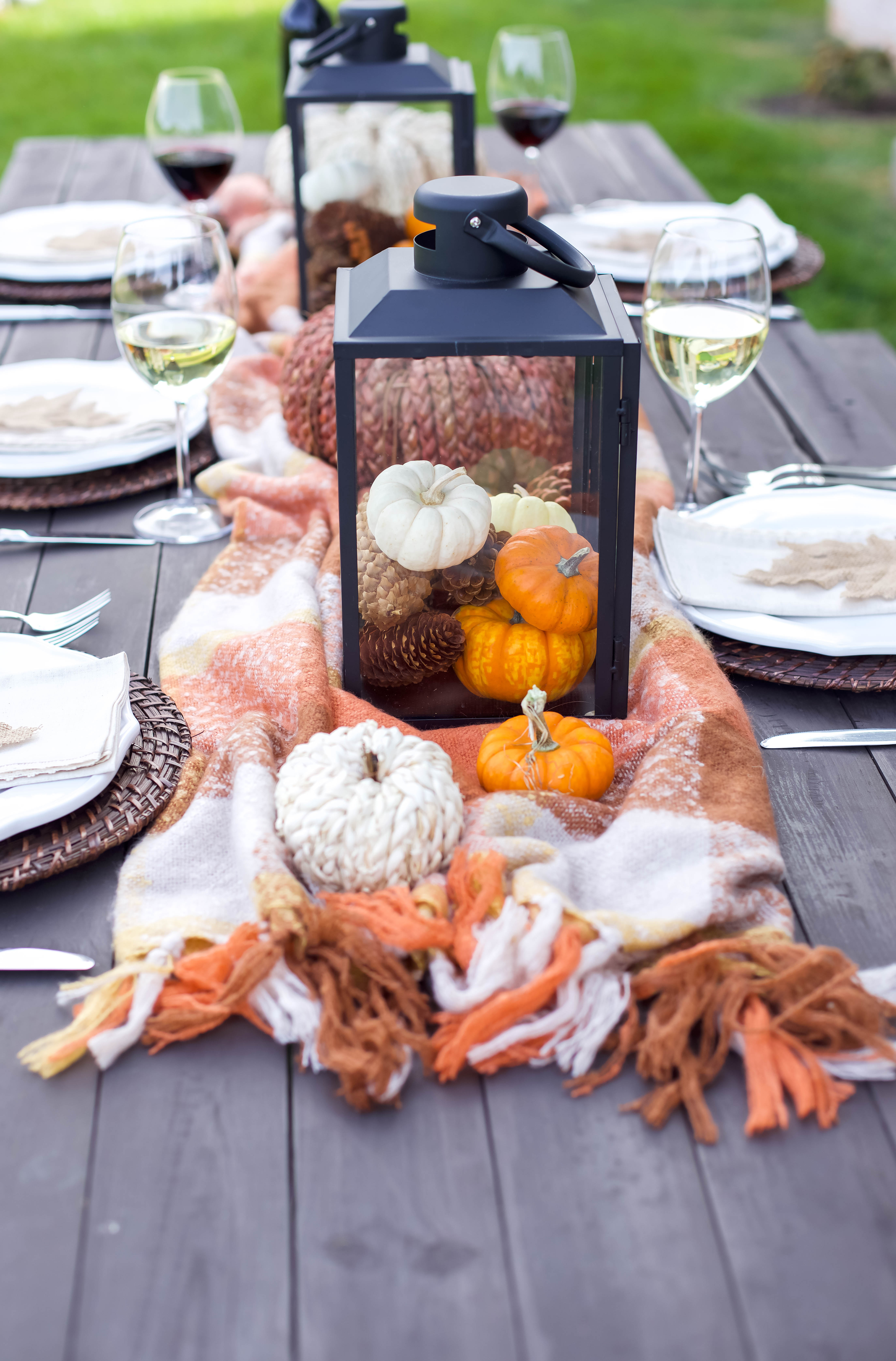 Easy Friendsgiving Thanksgiving Tablescape.
