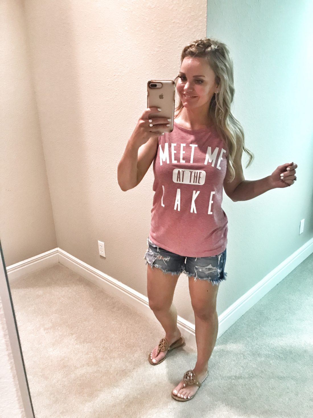 vacation tee Outfit Ideas